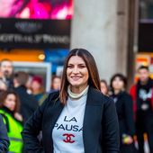 15 dicembre 2018 - Laura Pausini incontra i fan in Piazza Duomo a Milano