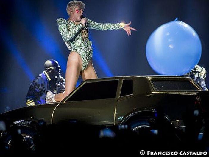 Miley Cyrus senza reggiseno su Instagram: foto