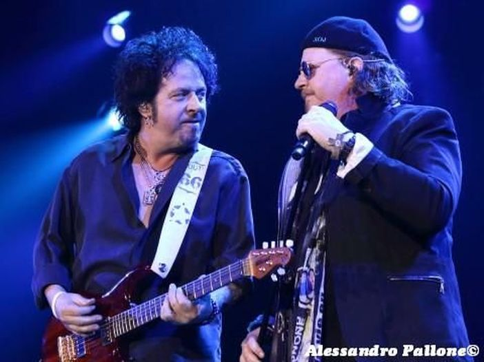 I Toto 'rispondono' ai Weezer e incidono 'Hash Pipe'