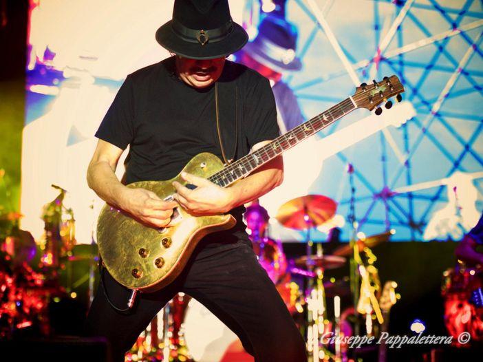 Santana: «Le boy-bands sono uno strazio, meglio Ricky Martin»