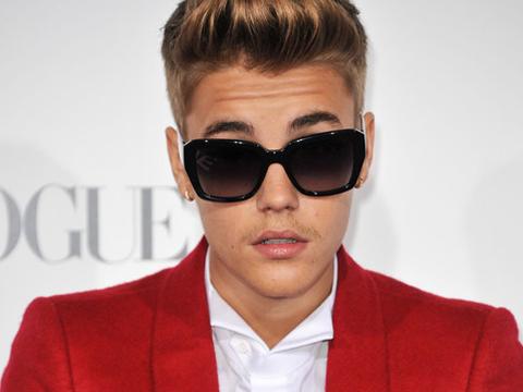 Justin Bieber, reprimenda in Vaticano per pallone e abbigliamento - FOTO