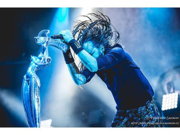 Brigitte Nielsen nel video dei Korn. Che a maggio saranno a Milano