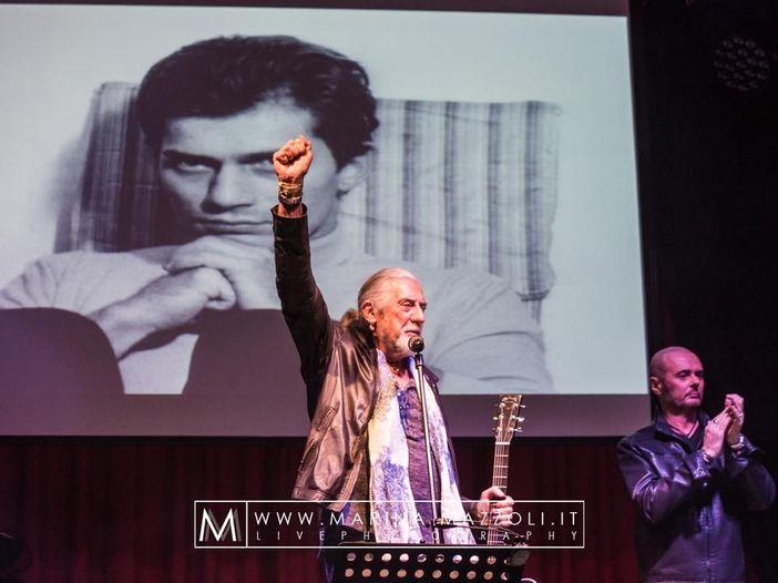 Luigi Tenco, oggi il cinquantesimo anniversario della morte: lo speciale di Rockol