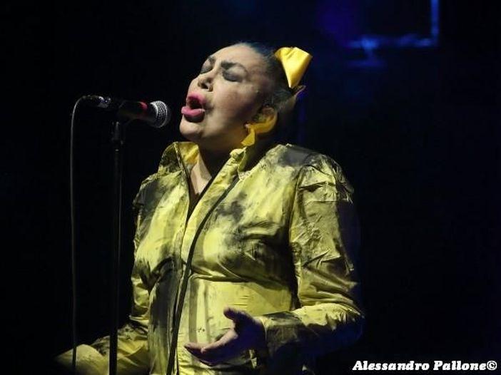 Loredana Berté: esce il doppio singolo 'Maledetto luna-park' e 'Babilonia', poi l'album - ASCOLTA