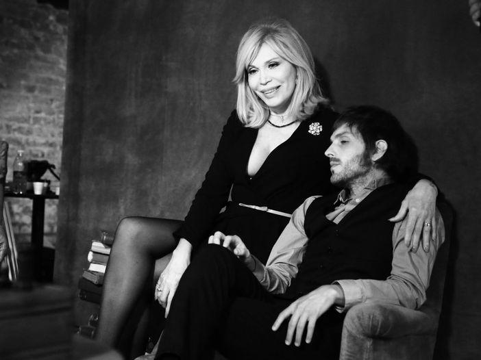 """Amanda Lear: """"I Maneskin mi avevano chiamato per Sanremo. Poi hanno preso quel tipo con la barba"""""""