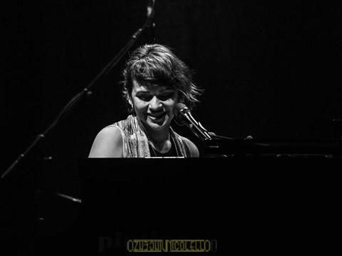 Norah Jones, un nuovo singolo con Jeff Tweedy (Wilco): ascolta 'Wintertime' – VIDEO
