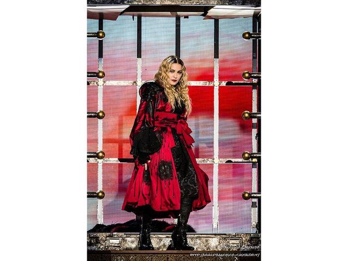 Madonna in studio. Voci: con lei William Orbit. Probabile tour nel 2012