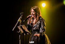 Cristina D'Avena e la battuta infelice di CarlettoFX: 'La prossima volta ti butto giù dal palco'