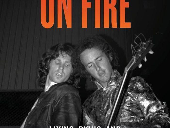 "Robby Krieger pubblica l'autobiografia ""Set the Night on Fire"""