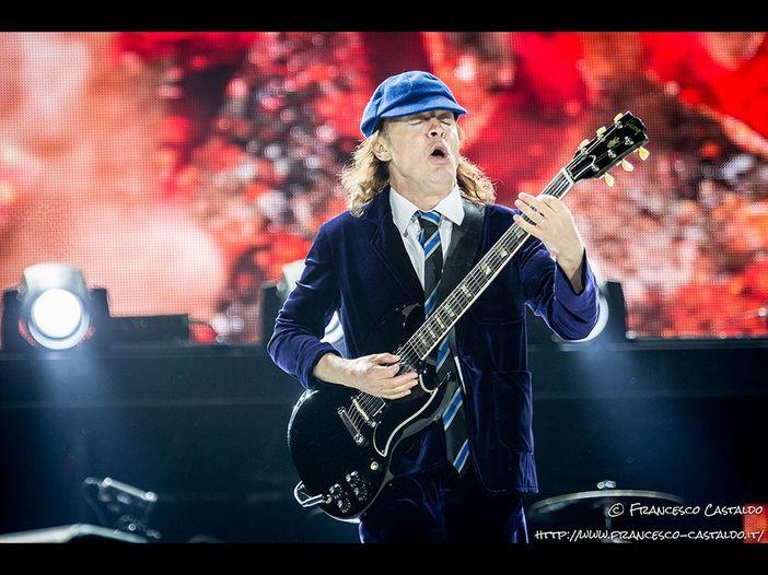 AC/DC: i fan delusi dall'arruolamento di Axl Rose possono chiedere un rimborso del biglietto