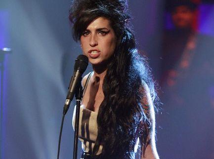 La notte in cui Amy Winehouse, lottando contro la droga, diventò leggenda