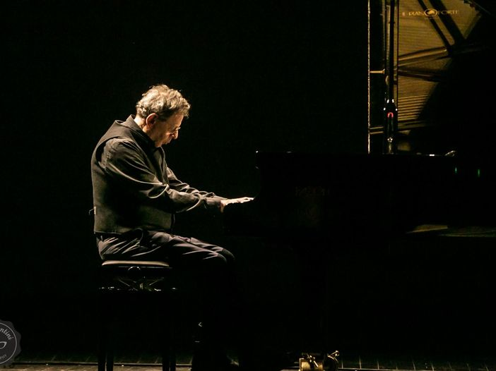 """Philip Glass interpreterà i suoi 20 """"Etudes"""" per la prima volta in Italia, a novembre"""