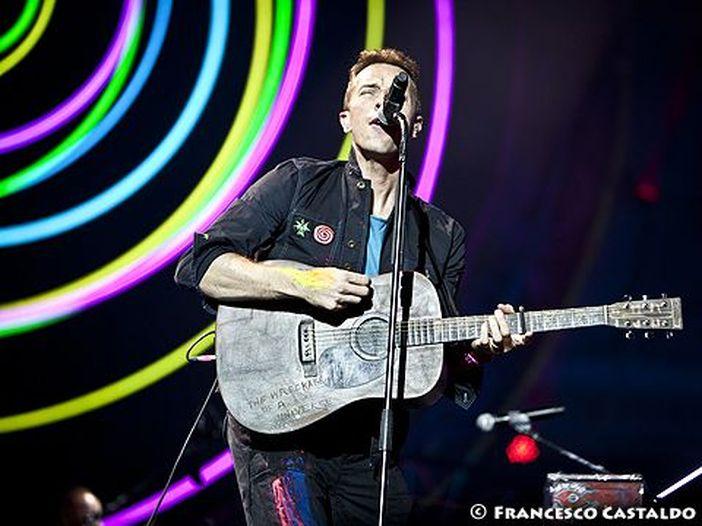 Coldplay, ascolta le due nuove canzoni 'Orphans' e 'Arabesque'