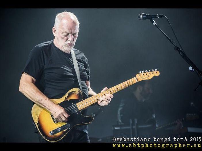 David Gilmour in una nuova versione di 'Need your love so bad', con la voce di Peter Green: video