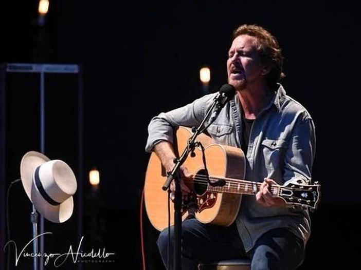 La figlia di Eddie Vedder debutta con una canzone scritta dal padre. Ascolta