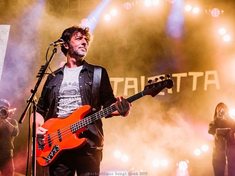 Max Gazzè, finisce (già) l'esperienza con Silvestri e gli altri: in tour con la sua band