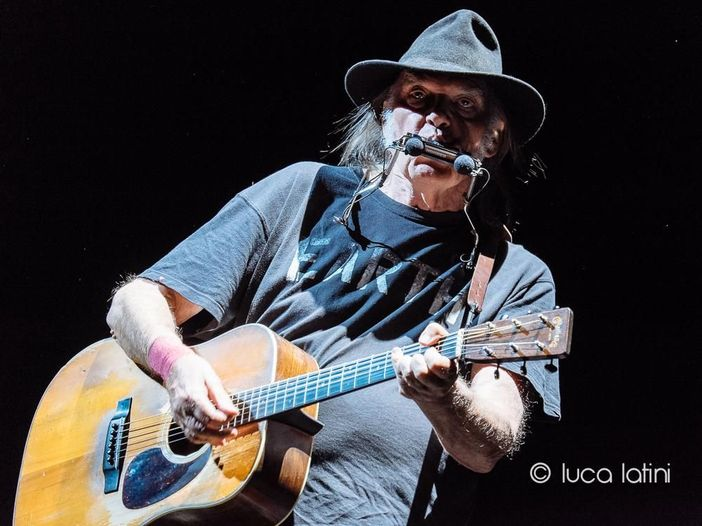 Neil Young, nuovo materiale nell'archivio online: un filmato alla settimana per la Movie Night
