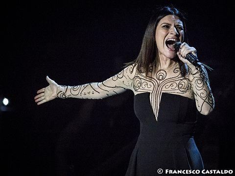 Laura Pausini: 'Le tasse (tante) le pago in Italia. E non me ne andrò mai'