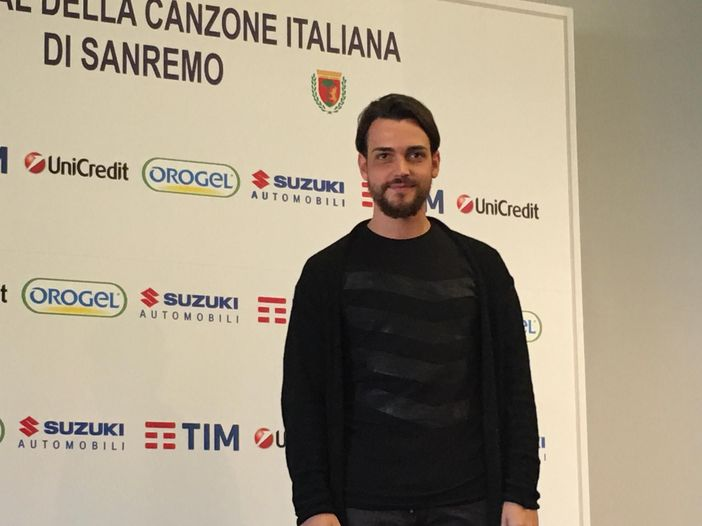 'Un palco per Amatrice': Valerio Scanu canta 'Finalmente piove' - VIDEO