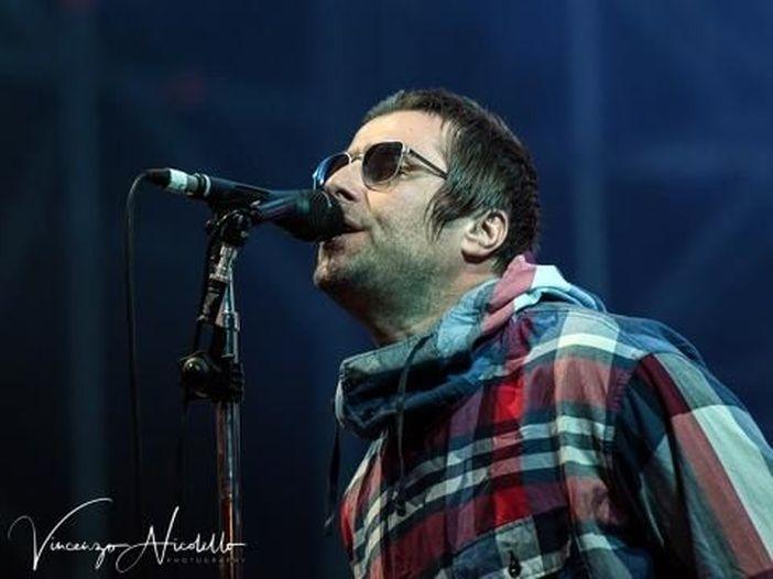 Oasis, Liam Gallagher torna a parlare della reunion: 'Se succederà, sarà alla pari tra me e Noel'