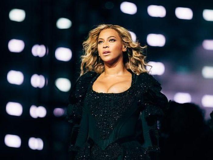 Grammy 2017: il set 'regale' di Beyoncé, il Carpool Karaoke (di cartone) di James Corden