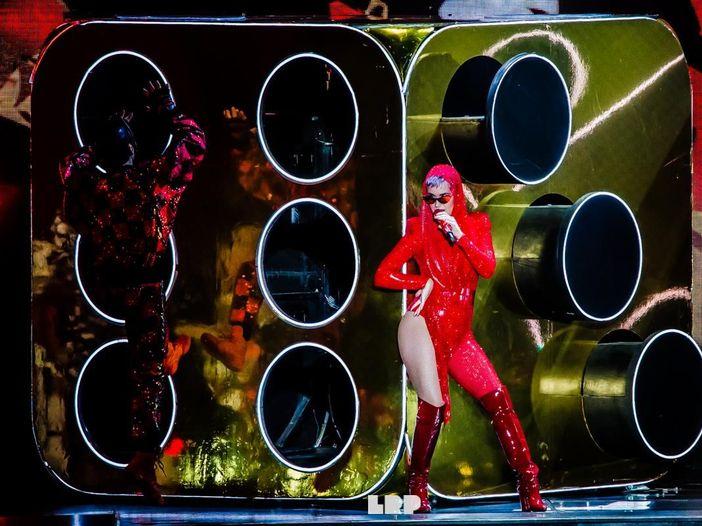 Katy Perry pubblica il singolo natalizio 'Cozy little Christmas' - ASCOLTA