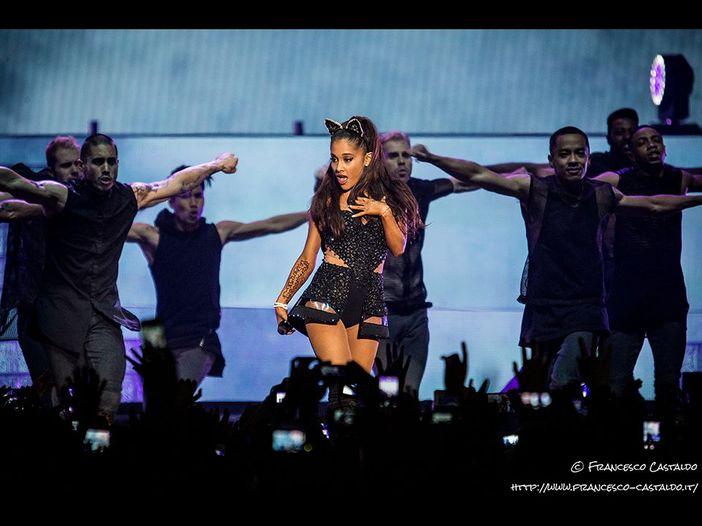 One Love Manchester: la cover di 'Somewhere Over the Rainbow' di Ariana Grande in vendita per beneficenza