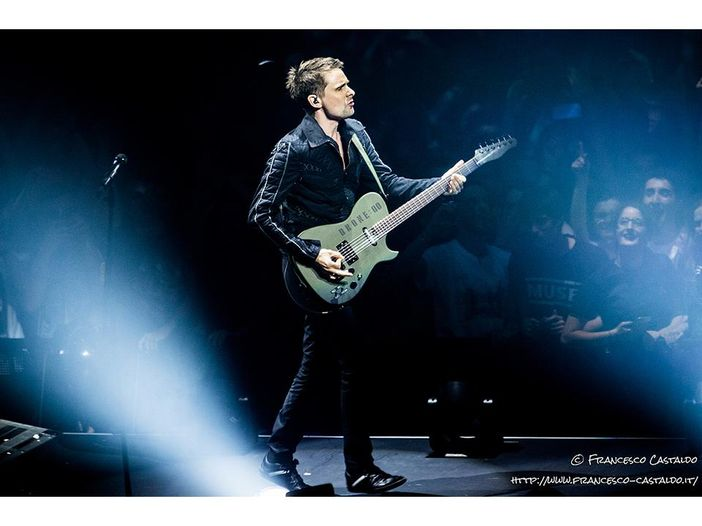 Muse, una nuova canzone (acustica) in anteprima sui social: ascolta 'Something human' - VIDEO