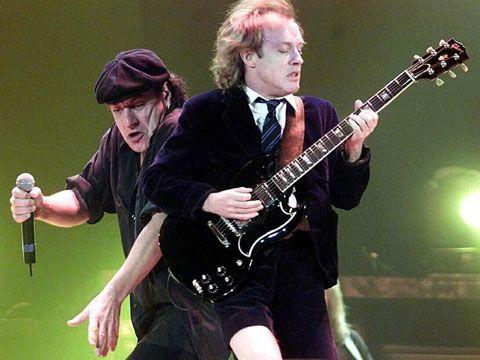 Voci: AC/DC in Canada per il nuovo album. 'Stevie Young al posto di Malcolm'