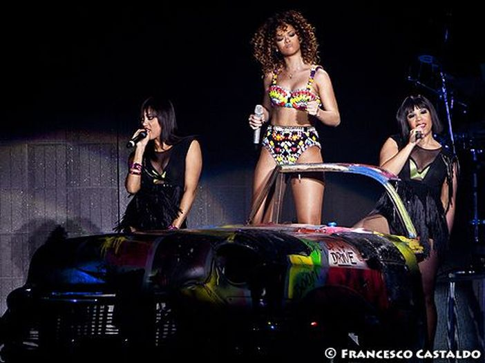Rihanna, McCartney e West: il video di 'FourFiveSeconds'. Dal vivo ai Grammy