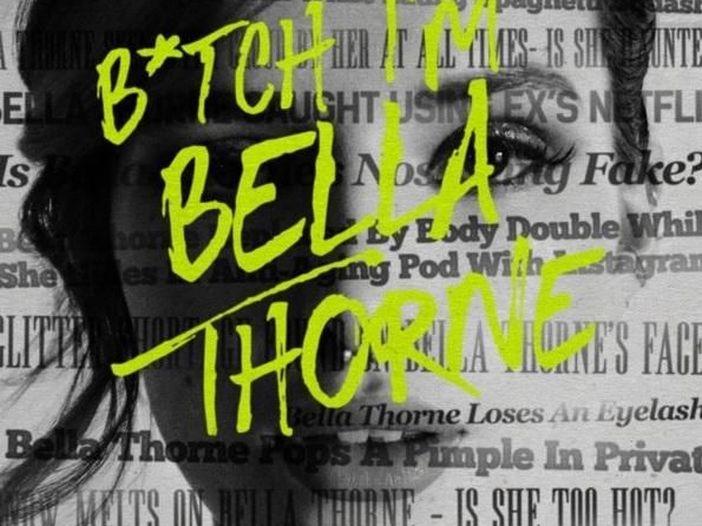 Bella Thorne, polemiche per il video hot in topless (con la pornostar Abella Danger) di 'Shake It'. Guarda