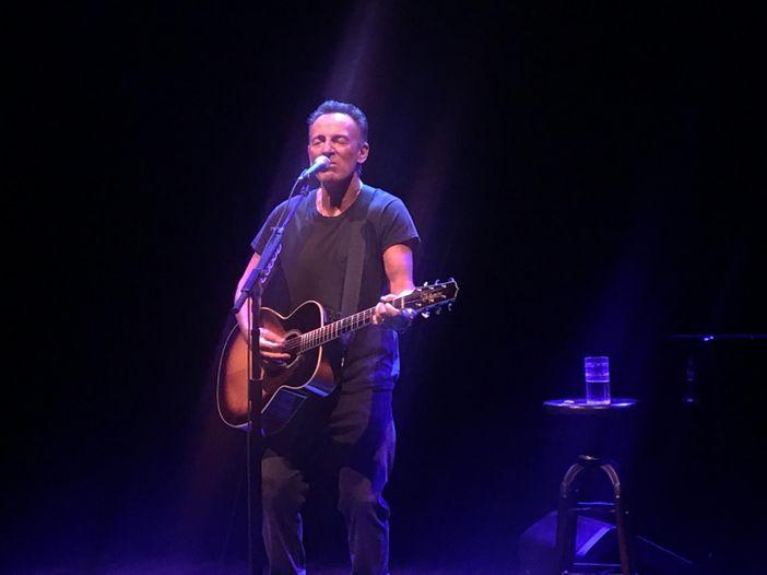 """""""Springsteen on Broadway"""", il DNA e i demoni di Bruce: da New York, la recensione dello show"""