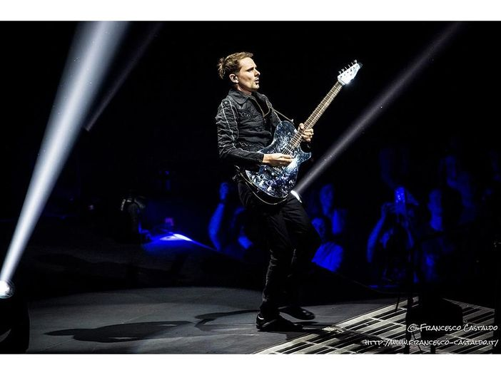 Muse, a Parigi il concerto con la scaletta scelta dai fan: debutti e rarità - VIDEO