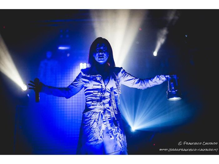 Lacuna Coil, gli auguri per le feste con il brano 'Naughty Christmas' - VIDEO / ASCOLTA