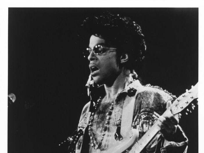 Prince, lo storico assolo e la chitarra sparita nel vuoto: la storia