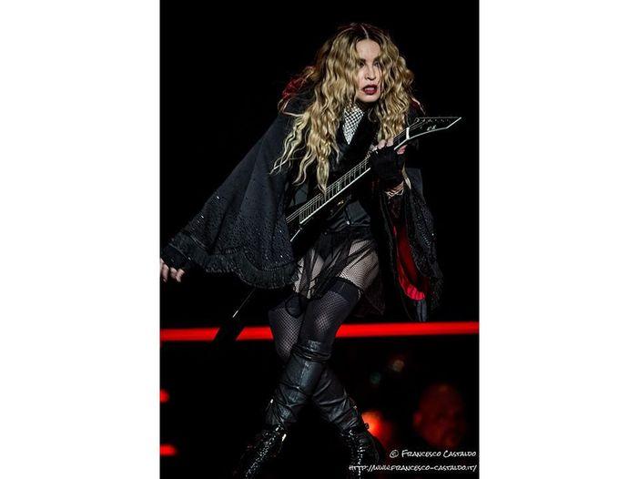 Madonna in topless su 'L'Uomo Vogue' - FOTO