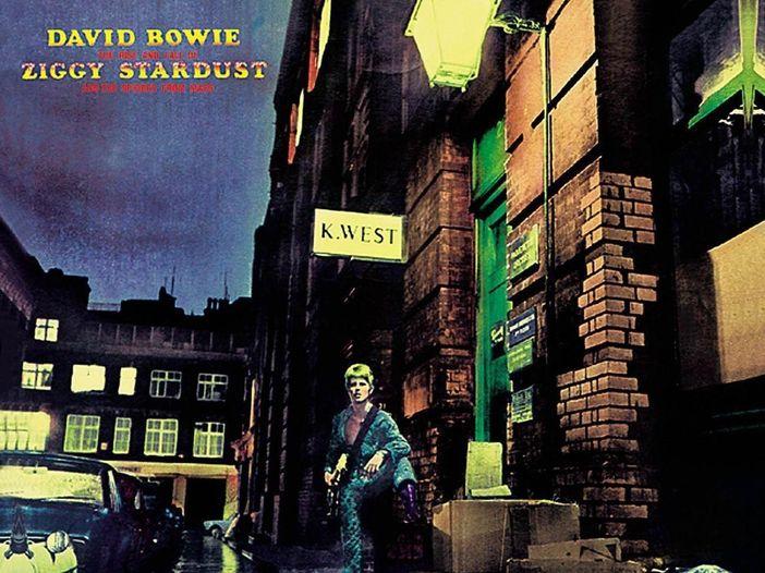 """""""Ziggy Stardust and the Spiders from Mars"""" di David Bowie negli Stati Uniti è tra le opere musicali da salvare - LA LISTA"""