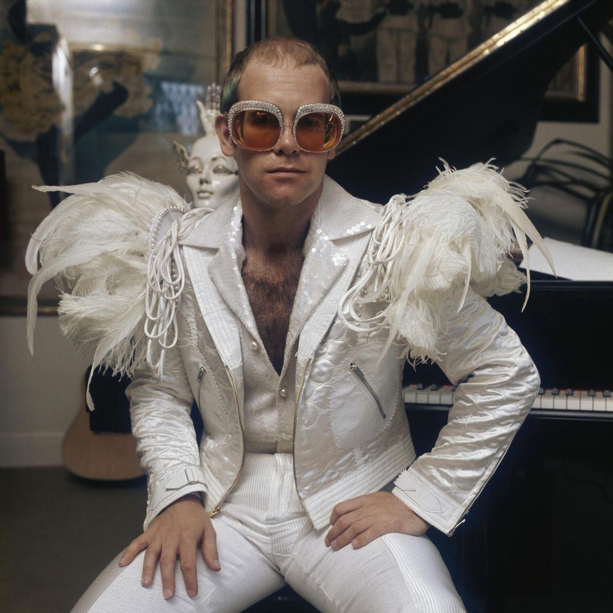 √ Elton John rubati occhiali a forma di cuore museo Memphis - Rockol