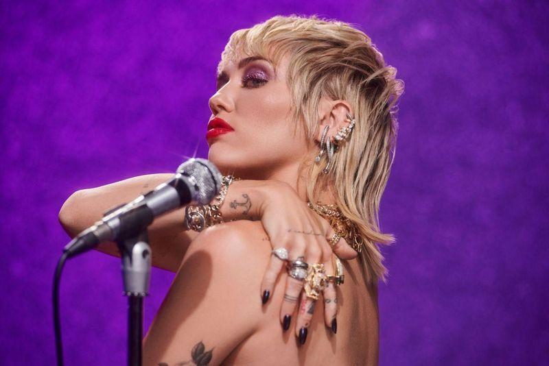 Miley Cyrus canterà al Super Bowl per 7 mila spettatori vaccinati