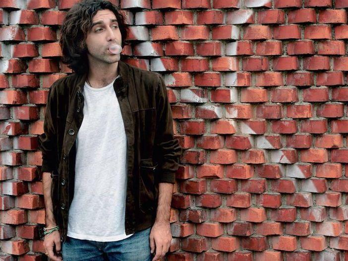 'Vivere di musica non è facile, devi combattere': intervista al cantautore partenopeo Lelio Morra