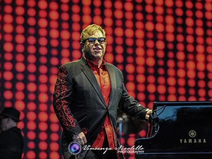 """Elton John, esce il box """"Diamonds"""" che commemora i 50 anni di lavoro con Bernie Taupin - TRACKLIST/COPERTINA"""