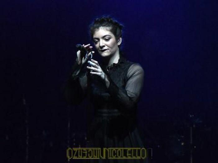 Lorde, gaffe social sulla morte di Whitney Houston: dopo le proteste dei follower, arrivano le scuse