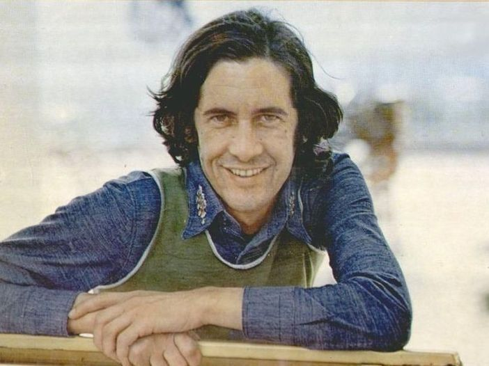 Addio a Tony Cucchiara, il cantautore e attore italiano è morto a 81 anni