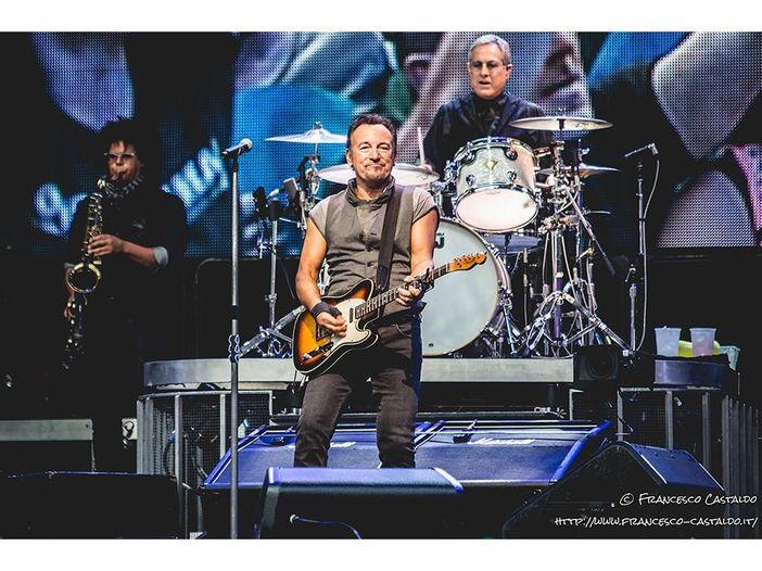 Bruce Springsteen, dieci anni dopo la morte di Dan Federici esce la registrazione dal vivo della sua ultima esibizione con la E Street Band - ASCOLTA / COPERTINA / TRACKLIST