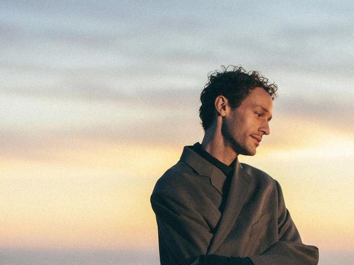 """Lo """"storytelling emozionale"""" di Wrabel: dai primi brani e la collaborazione con Pink all'album di debutto"""