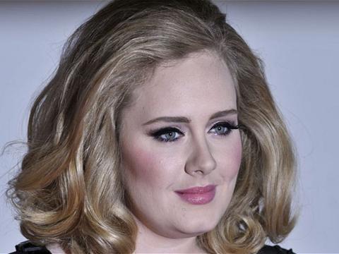 Voci: Adele, trattative in corso per un contratto, nuovo album entro fine 2014