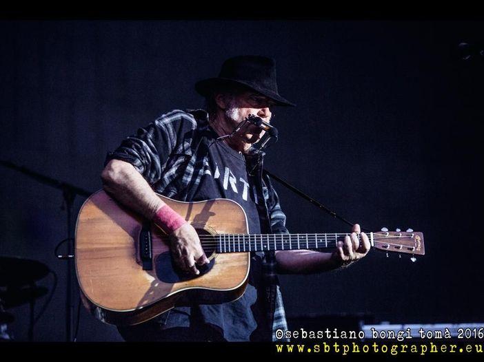 Neil Young (con Willie Nelson) al Market Sound di Milano: la recensione del concerto