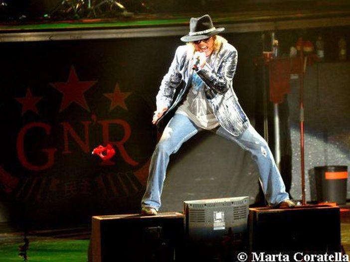 """Guns N' Roses reunion: per la prima volta """"Sorry"""" suonata con Slash e Duff - VIDEO"""
