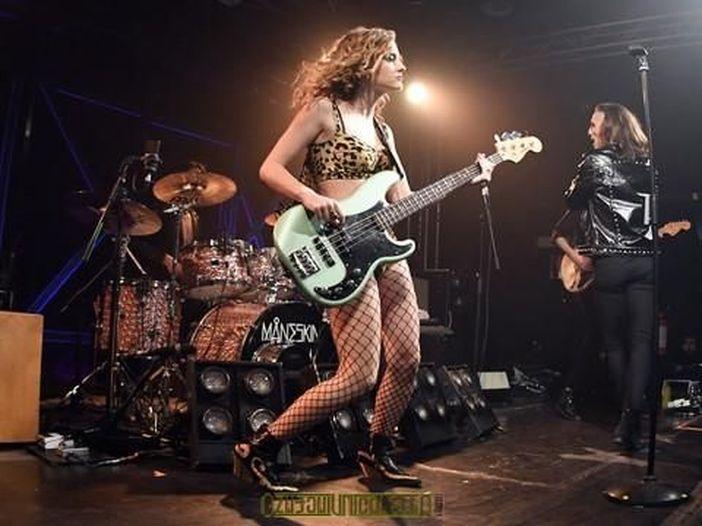 """Victoria, la bassista dei Maneskin: """"Mi ispiro a Kim Gordon dei Sonic Youth"""""""