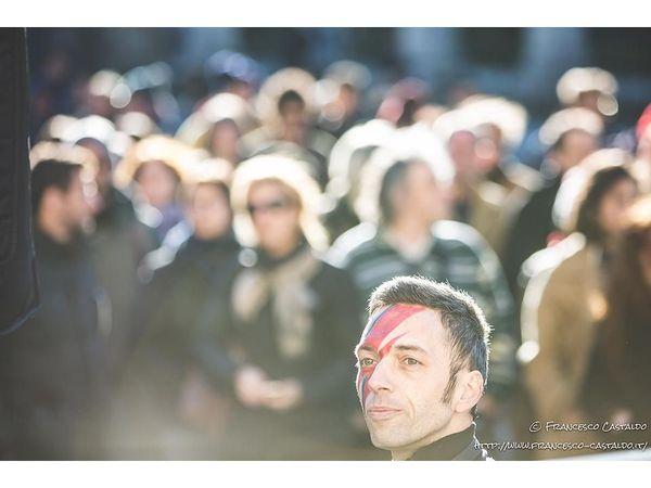 http://www.rockol.it/img/foto/upload/flashmob-david-bowie-20160117-150903-k2a8540.jpg